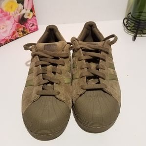 Adidas suade Sneakers with hard shell